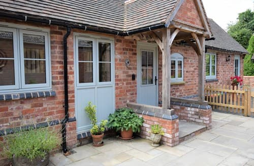 Last Minute Cottages - Cosy Kenilworth Barn S84227