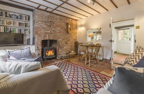 Last Minute Cottages - Cosy North Creake Cottage S114452