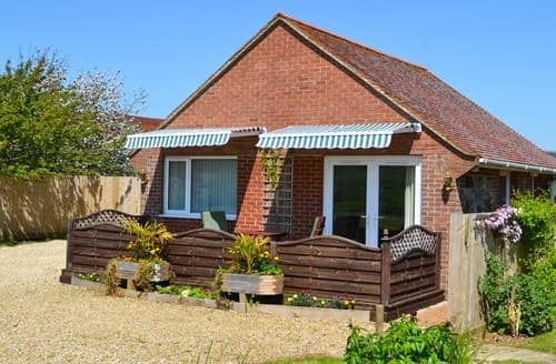 Last Minute Cottages - Charming Whitwell Bungalow S101519
