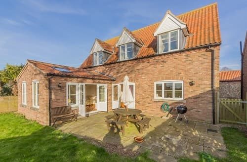 Last Minute Cottages - Cosy Burnham Overy Staithe House S114640