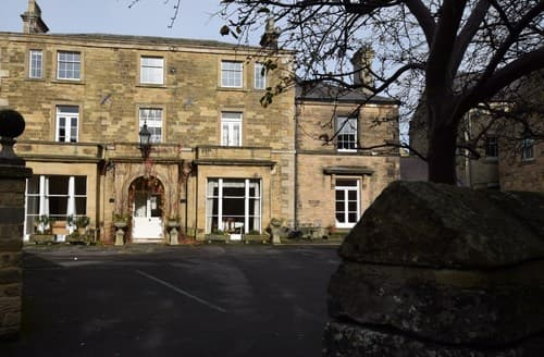 Last Minute Cottages - Lovely Bakewell Apartment S85901