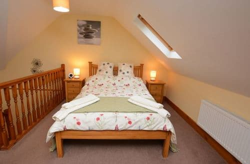 Last Minute Cottages - Charming Mold Barn S44027