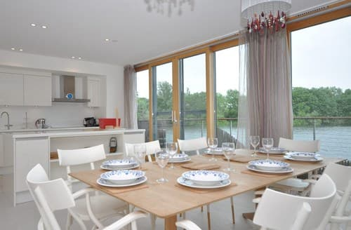 Last Minute Cottages - Stunning Lechlade House S59407