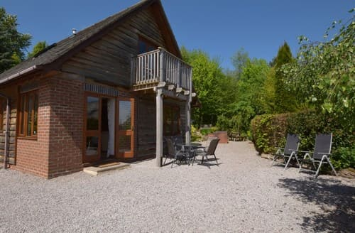 Last Minute Cottages - Lovely Clifton On Teme Log Cabin S77314