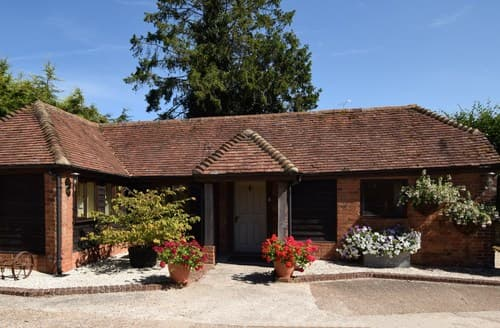 Last Minute Cottages - Luxury Petersfield Barn S70773