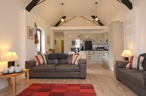 Last Minute Cottages - FCH61714