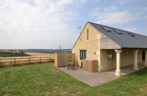 Last Minute Cottages - Exquisite Cheltenham Barn S101240