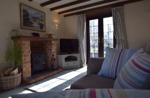 Last Minute Cottages - Inviting Witney Barn S77347