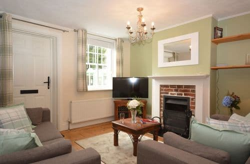 Last Minute Cottages - Cosy Winchester Cottage S49589
