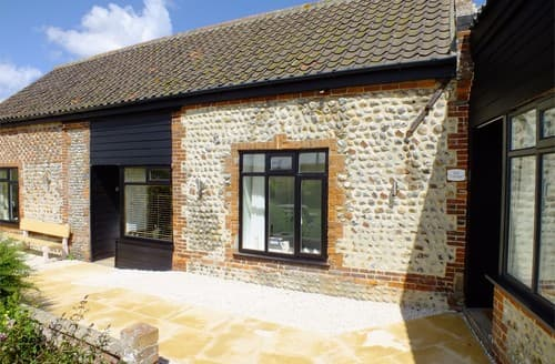 Last Minute Cottages - Beautiful Mundesley Barn S114648