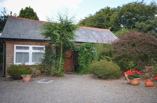 Last Minute Cottages - Lovely Okehampton Log Cabin S8554