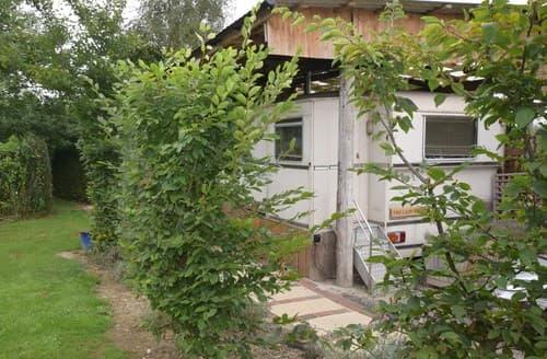 Last Minute Cottages - Delightful Robertsbridge Lodge S82690
