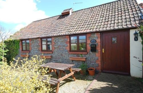 Last Minute Cottages - Cosy Bristol Cottage S8872