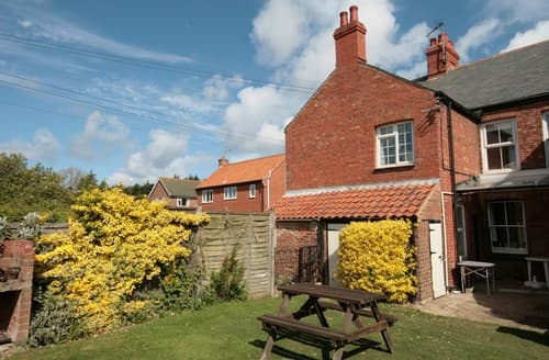 Last Minute Cottages - Stunning Thornham Cottage S114511