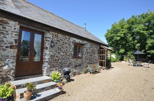Last Minute Cottages - Lovely Ashwater Barn S7725