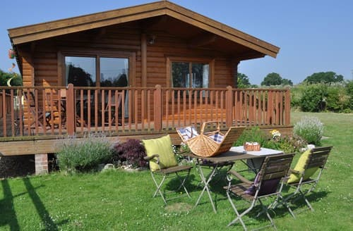 Last Minute Cottages - Inviting East Wellow Log Cabin S70700