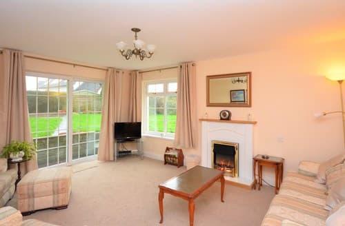 Last Minute Cottages - Captivating Pembroke Lodge S73173
