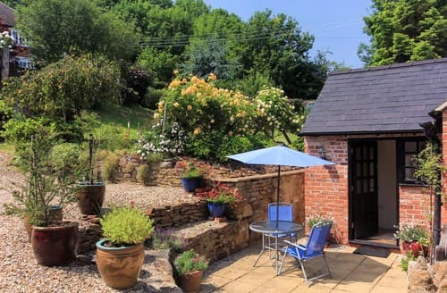 Last Minute Cottages - Cosy Banbury Cottage S77299