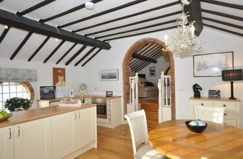 Last Minute Cottages - Charming Higher Kinnerton House S12891