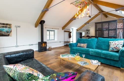 Last Minute Cottages - Cosy Umberleigh Barn S82904