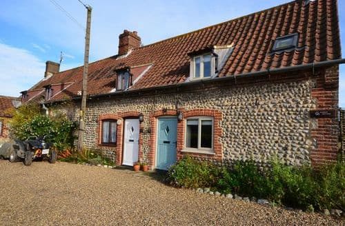 Last Minute Cottages - Delightful Holt Cottage S7593