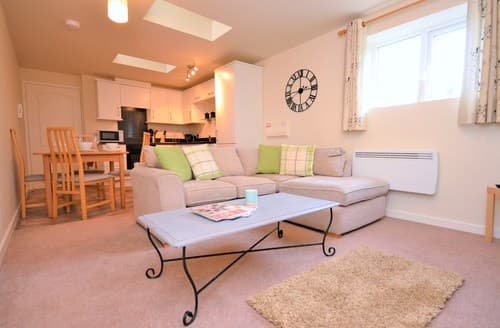 Last Minute Cottages - Adorable Tenby Apartment S82984