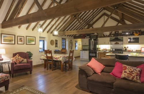 Last Minute Cottages - Lovely Horningtoft Barn S114527