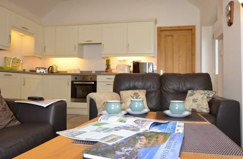 Last Minute Cottages - Cosy Pickering Barn S13136