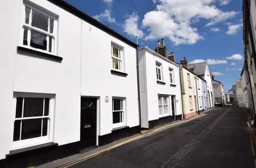 Last Minute Cottages - Excellent Appledore Cottage S7832