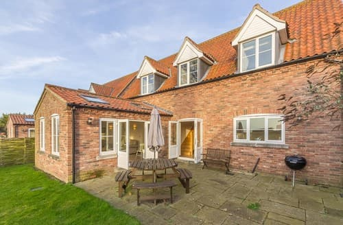 Last Minute Cottages - Captivating Burnham Overy Staithe Apartment S114545