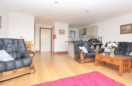 Last Minute Cottages - Superb Swansea House S41504