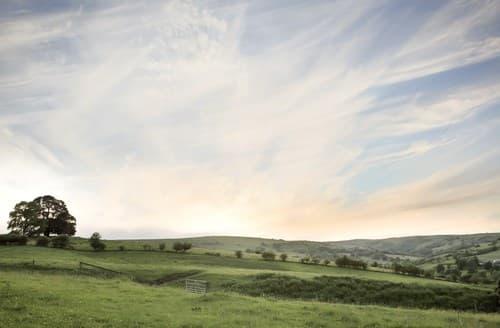 Last Minute Cottages - Beautiful Leek Barn S42631
