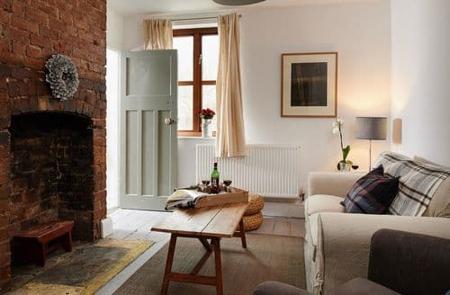 Last Minute Cottages - Attractive Hereford House S45903