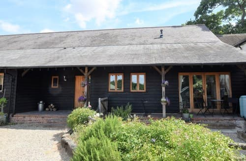 Last Minute Cottages - Cosy Colchester Barn S113330