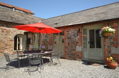 Last Minute Cottages - Captivating Beaworthy Barn S8260