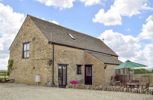 Last Minute Cottages - Cosy Burford Barn S77337