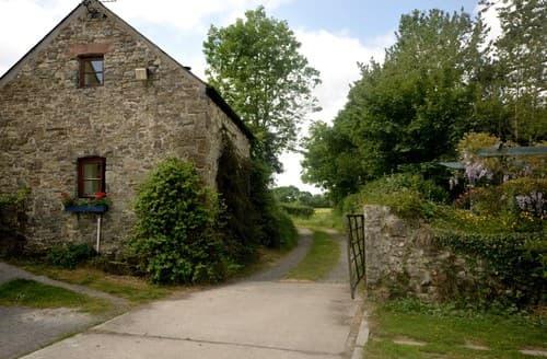 Last Minute Cottages - Tasteful Whitland Cottage S70662