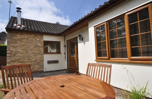 Last Minute Cottages - Cosy Warwick Bungalow S105784
