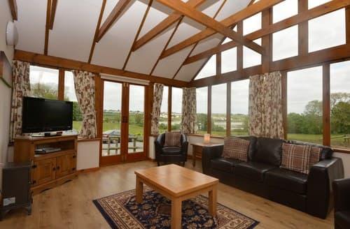 Last Minute Cottages - Delightful Pembroke Barn S57407