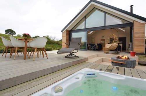 Big Cottages - Delightful Blackburn Log Cabin S121475