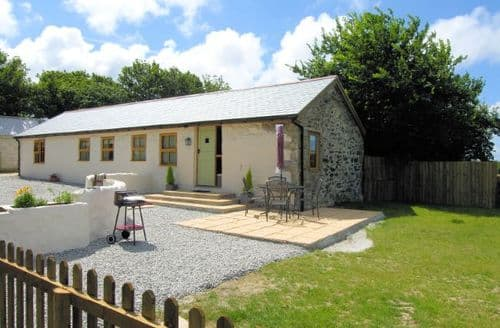 Last Minute Cottages - Wonderful Cambrose Barn S8908