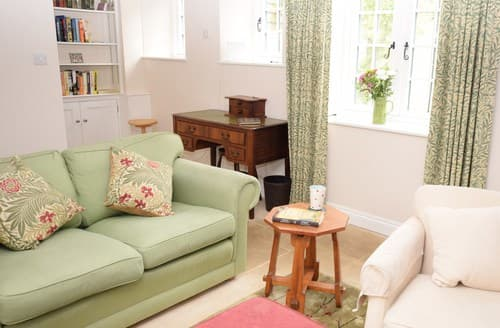 Last Minute Cottages - Charming Kingham Cottage S77322
