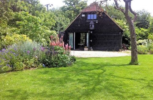 Last Minute Cottages - Lovely Aylesbury Barn S8595