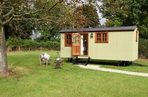 Last Minute Cottages - Adorable Ashford Log Cabin S122307