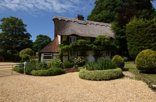 Dog Friendly Cottages - Delightful Lymington Cottage S101246