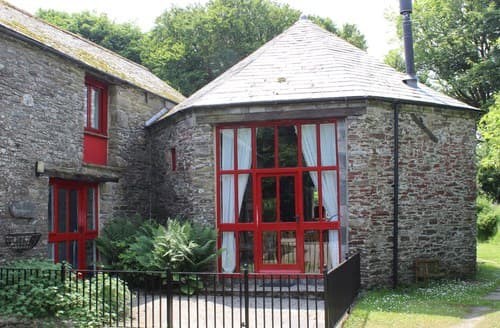 Last Minute Cottages - Inviting Camelford Barn S8039