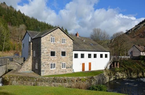 Last Minute Cottages - Wonderful Llangollen House S49747