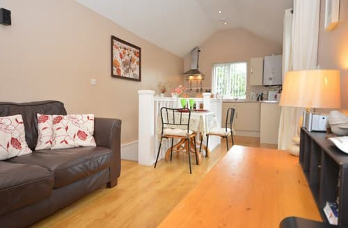 Last Minute Cottages - Lovely Aberaeron Apartment S122731