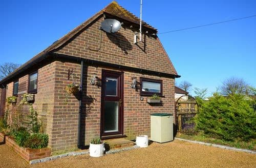 Last Minute Cottages - Inviting Maidstone House S42558