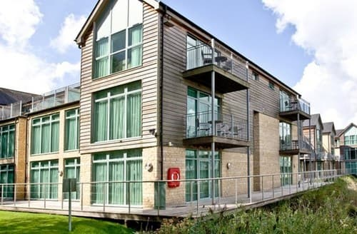 Last Minute Cottages - Luxury Cirencester Apartment S102995